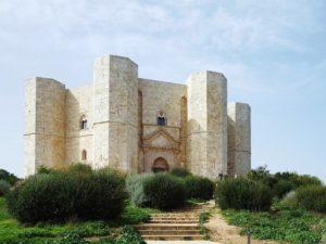 8 Château de Castel del Monte dans les Pouilles - RWEB